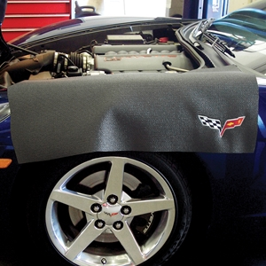 Corvette Fender Mat with C6 Logo : Black or Red