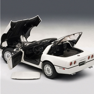 1986 C4 Corvette White - Die Cast 1:18 Scale Model.